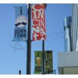 道端の広告ポールバナーの標識のベンダー