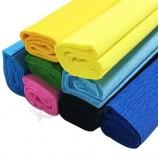 рулоны цветной крепированной бумаги, цветочные подарочные упаковки, поделки