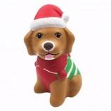 ふさふさした犬は、女の子のためのゆっくりとした香りのするふきだし玩具を持ち上げます