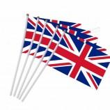 Ruiyuan 68D 100 % 폴리 에스테르 사용자 정의 크기 작은 영국 플래그 흔들며 손 플래그 플라스틱 깃대 활동 퍼레이드 스포츠 플래그