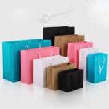 ロゴの印刷が付いている注文の贅沢な花束の衣類の買い物の小売りの黒い紙袋