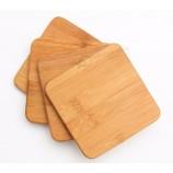 環境にやさしいティーコーヒーカップのロゴが印刷された丸い正方形のダイヤモンド竹木製コースター。テーブルの装飾。