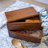 木の食器の食器は食糧のための二重デッキの木製のお弁当箱の容器を置きます