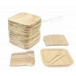 環境にやさしい食器、使い捨ての四角いヤシの葉の皿、木のフォークとナイフ