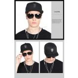 wholesalse 프로모션 광고 플랫 스포츠 캡 모자 및 힙합 캡 사용자 정의 금속 라벨 로고 캡 모자