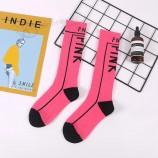 新しい女性は靴下を印刷しましたピンクの文字の碑文黒白い綿面白い靴下