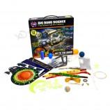 学校教育のための科学玩具を遊ぶカスタマイズされた教育キットの子供たち