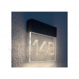 табличка с номером двери для таможни